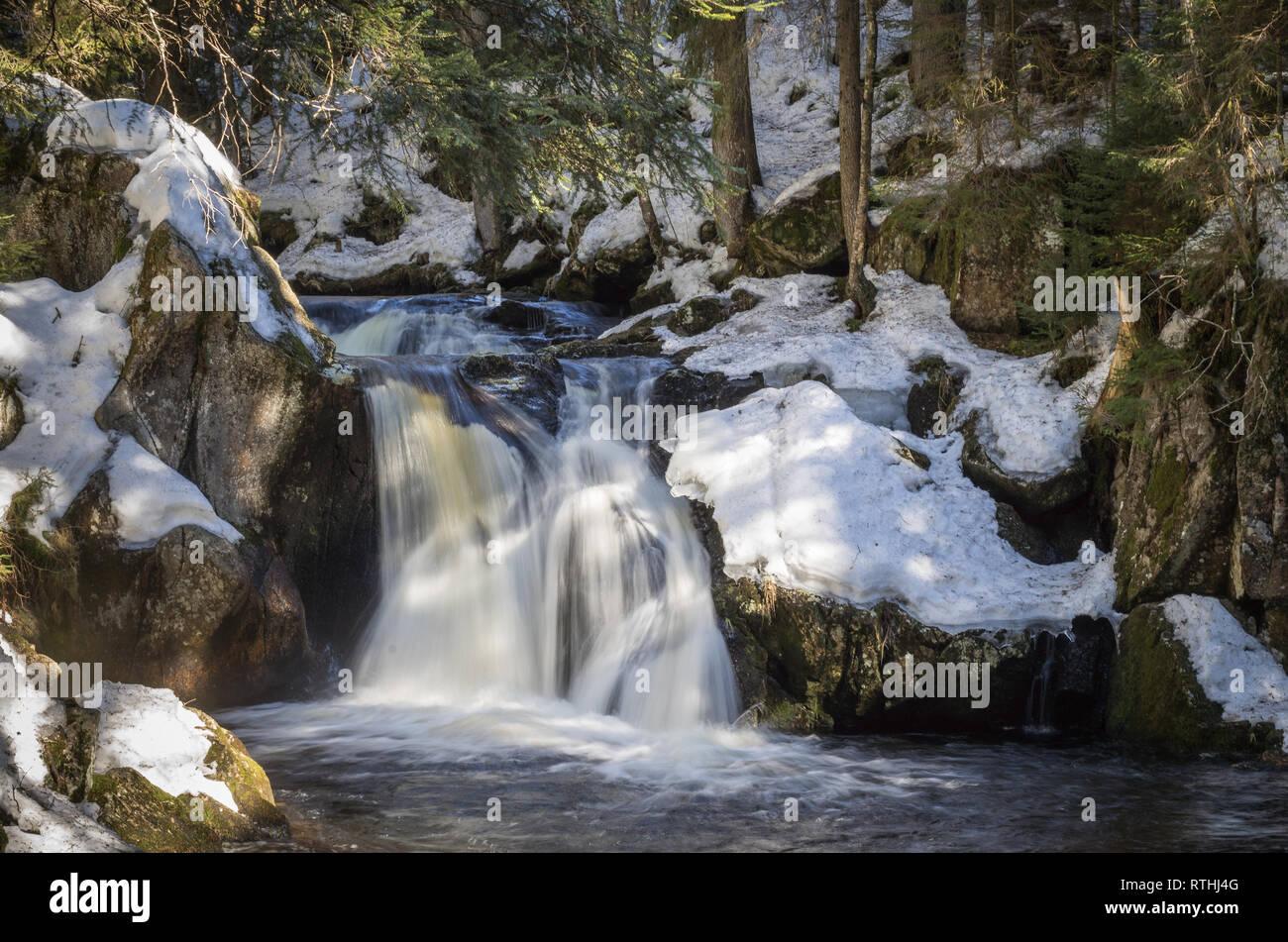Märchenhafter Kai Woog Gumpen-Wasserfall im Schwarzwald Stock Photo