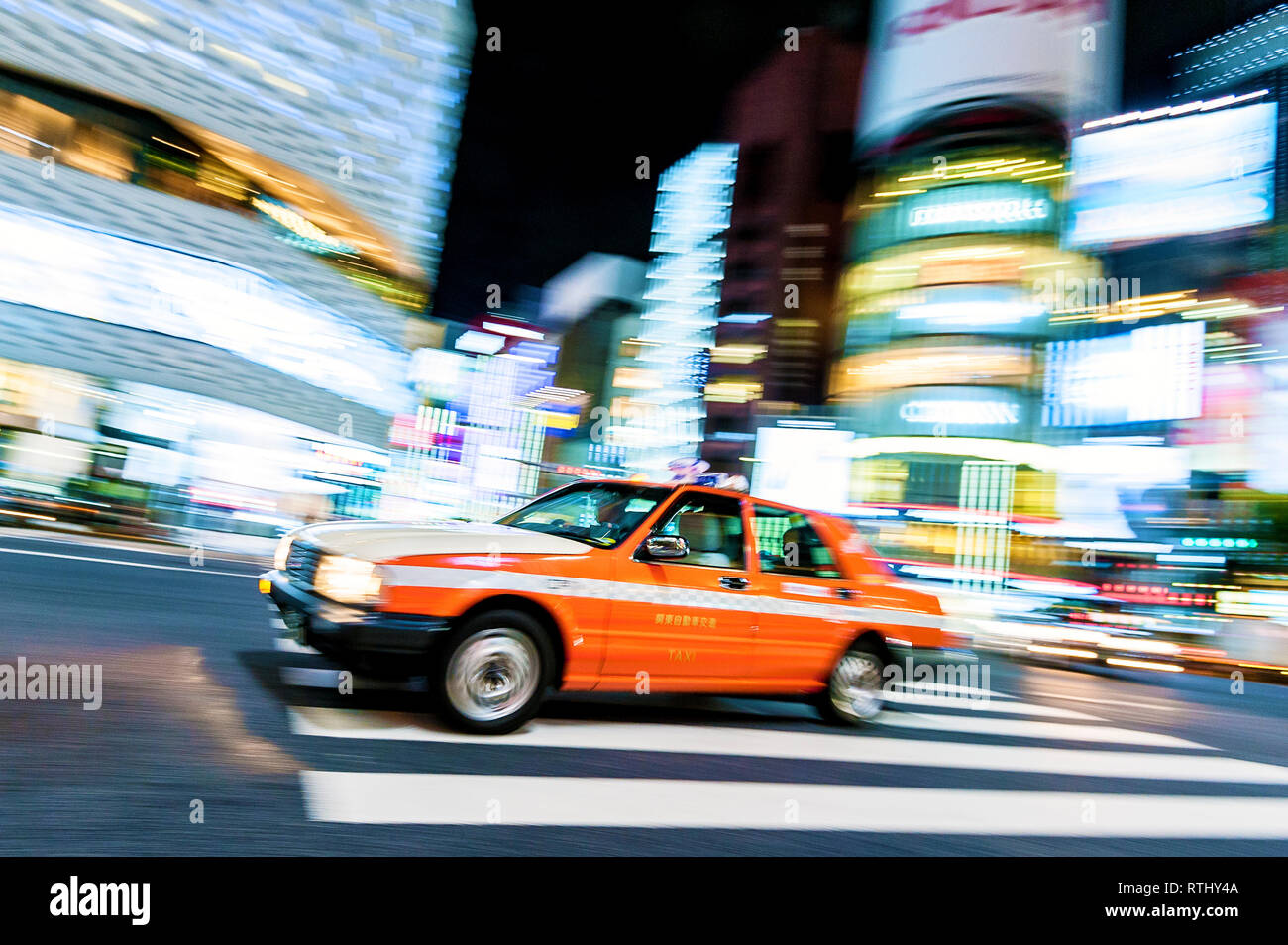 Taxi Tokyo Ginza Crossing Japan - Stock Image