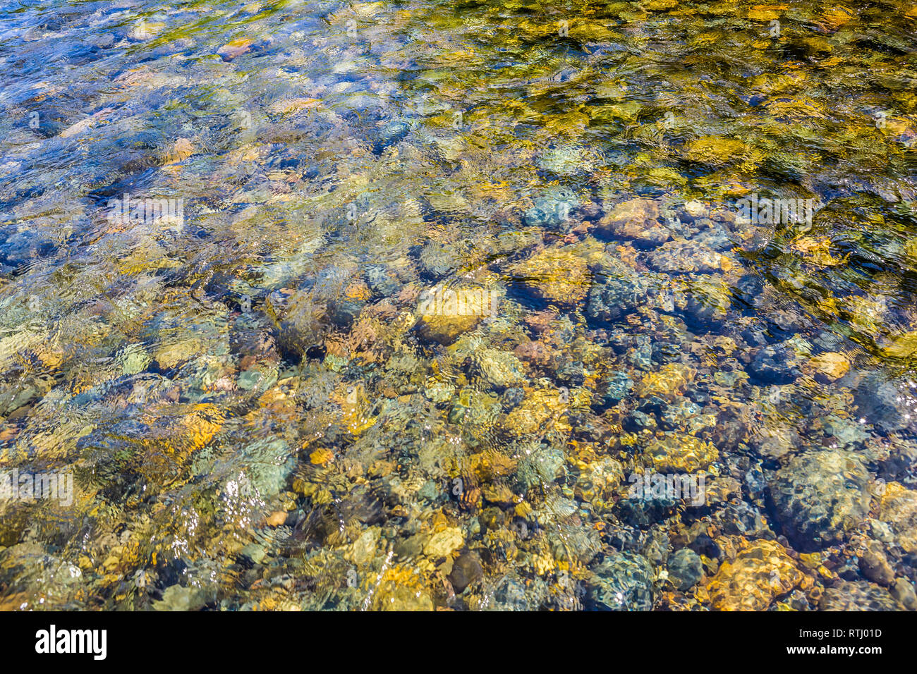 The rocky riverbed of the Cedar River in Western Washington, USA. - Stock Image