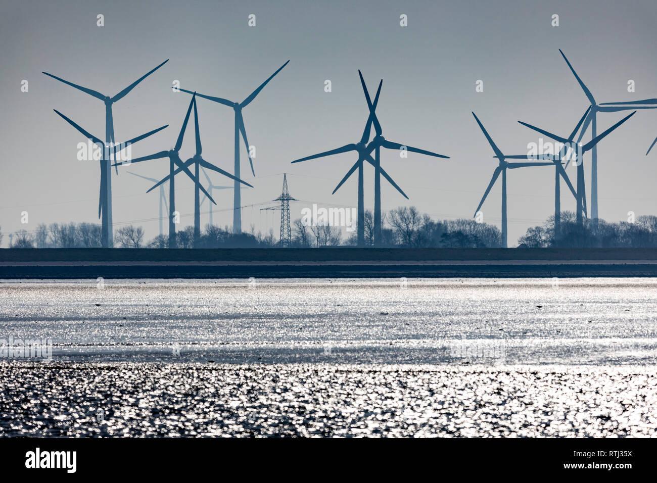 Windpark, Windkraftanlagen, Nordseeküste, Wattenmeer,  im Landkreis Wittmund, Ostfriesland, Niedersachsen, - Stock Image