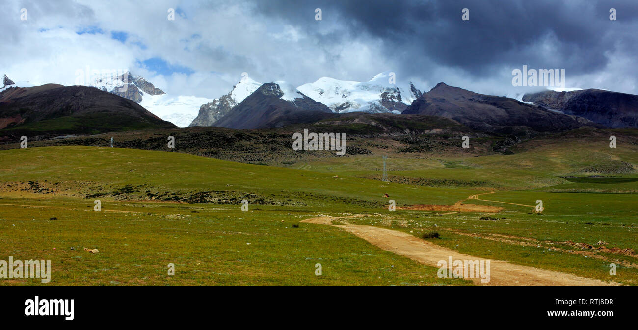 Mountain landscape, Lhasa Prefecture, Tibet, China - Stock Image