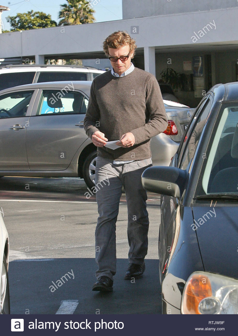 Toyota Santa Monica Service >> Simon Baker Leaves His Toyota Prius For Service At The Dealer In