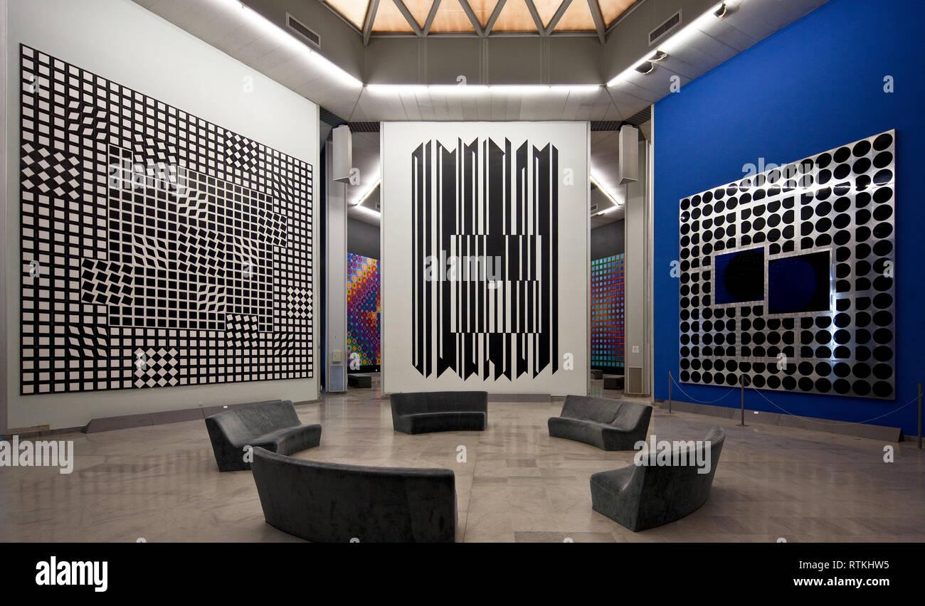 Frankr Aix-en-Provence VASARELY-Museum 60947 Op-Art - Wandinstallationen um 1975 v l n r Objekt Nrn 112 109 und 107 6 m breit 8 m hoch - Stock Image