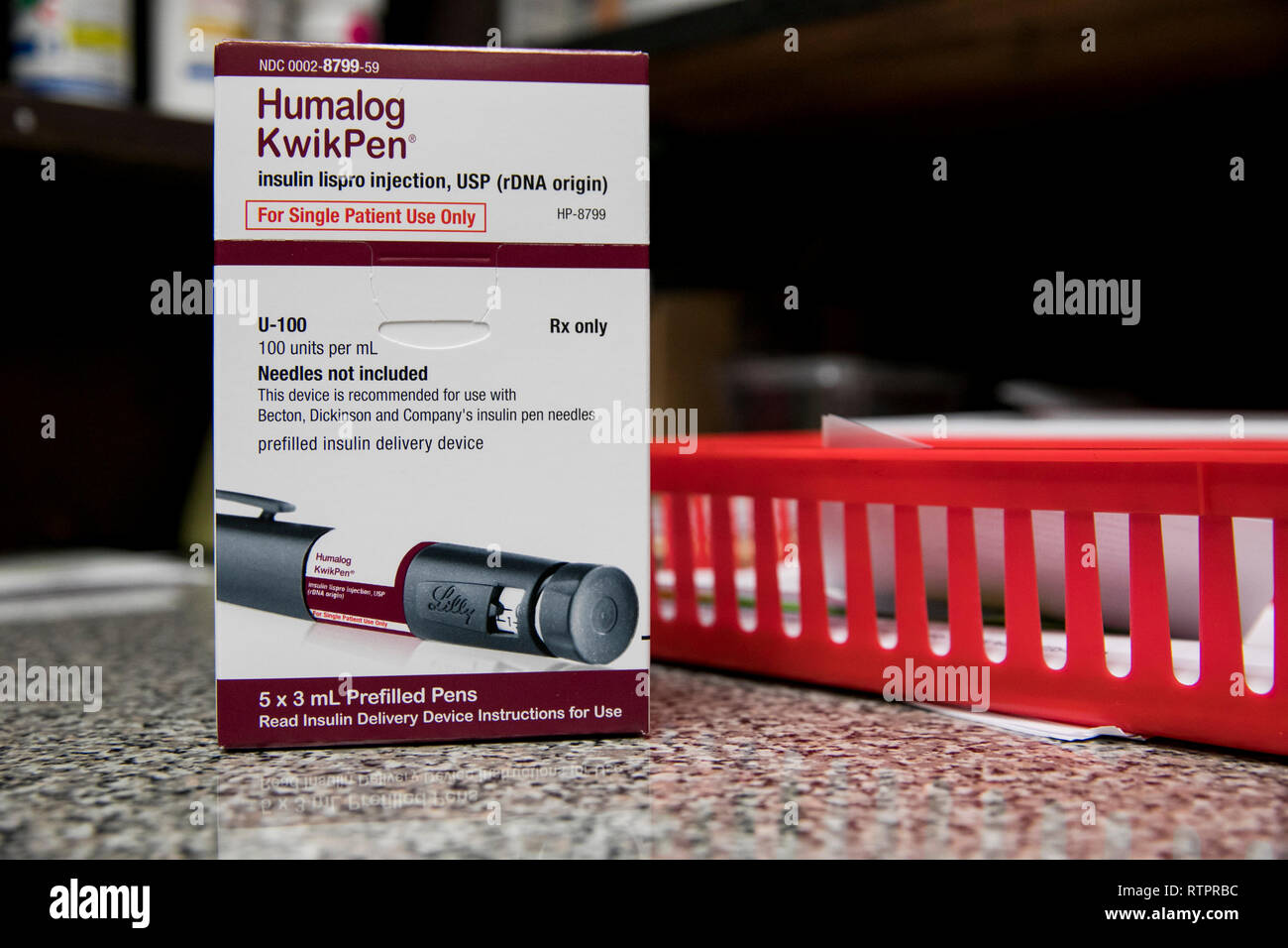 A package of Humalog KwikPen insulin injectors photographed in a pharmacy. - Stock Image