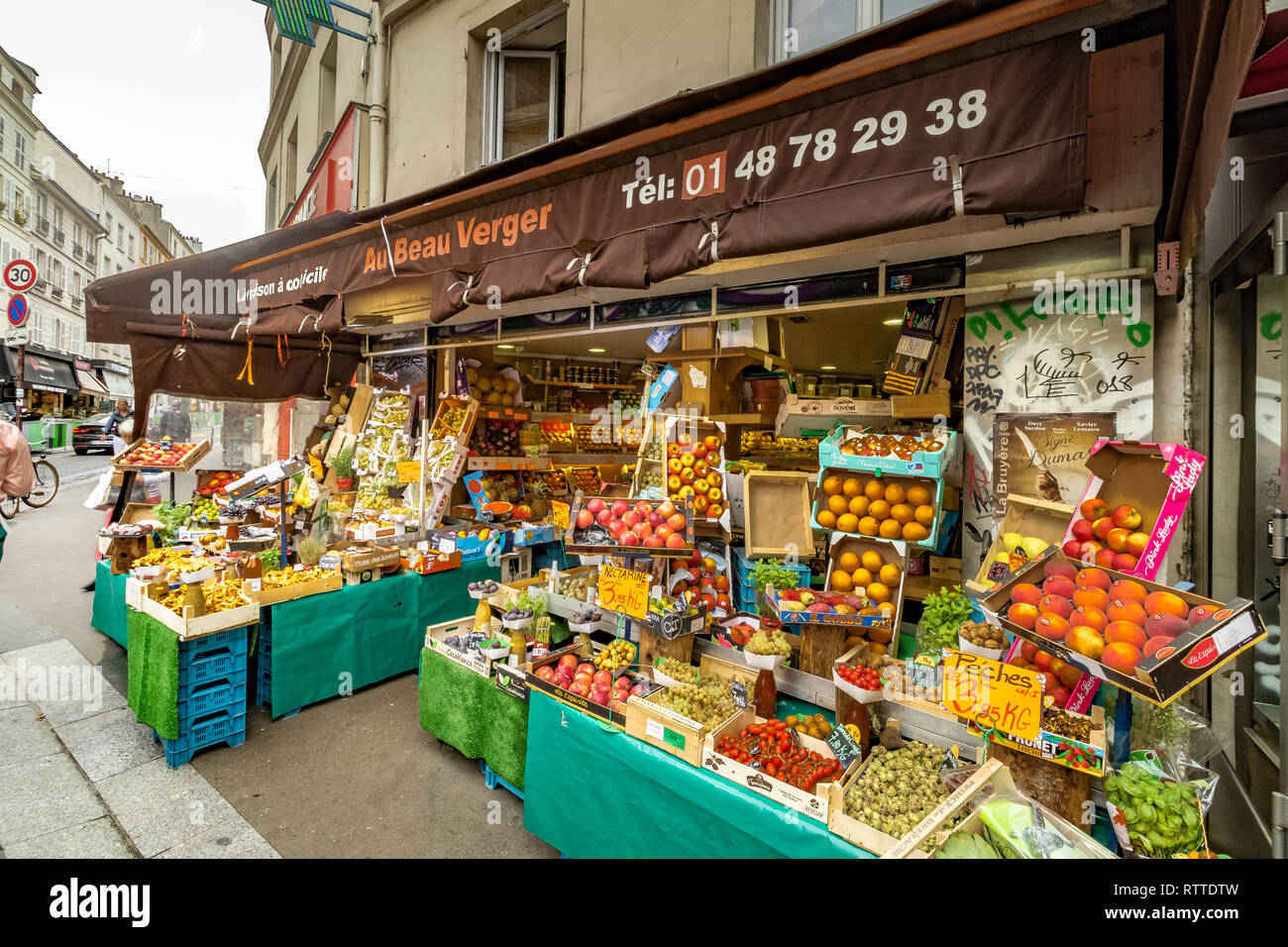 Au Beau Verger a fruit and vegetable shop on Rue des Martyrs in the 9th arrondissement of Paris - Stock Image