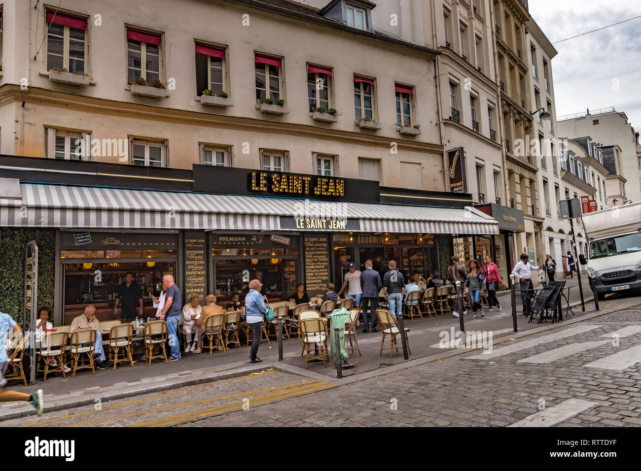 e1f391cac0 People sitting outside Le Saint-Jean café restaurant on rue des Abbesses in  Montmartre