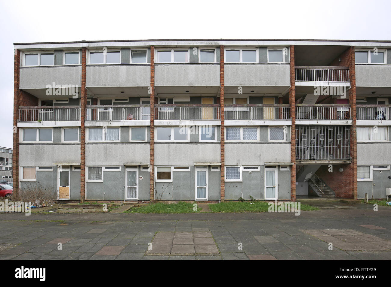 A run-down, four storey block of council maisononets in Basildon, Essex, UK. Flats still occupied but scheduled for demolition. - Stock Image