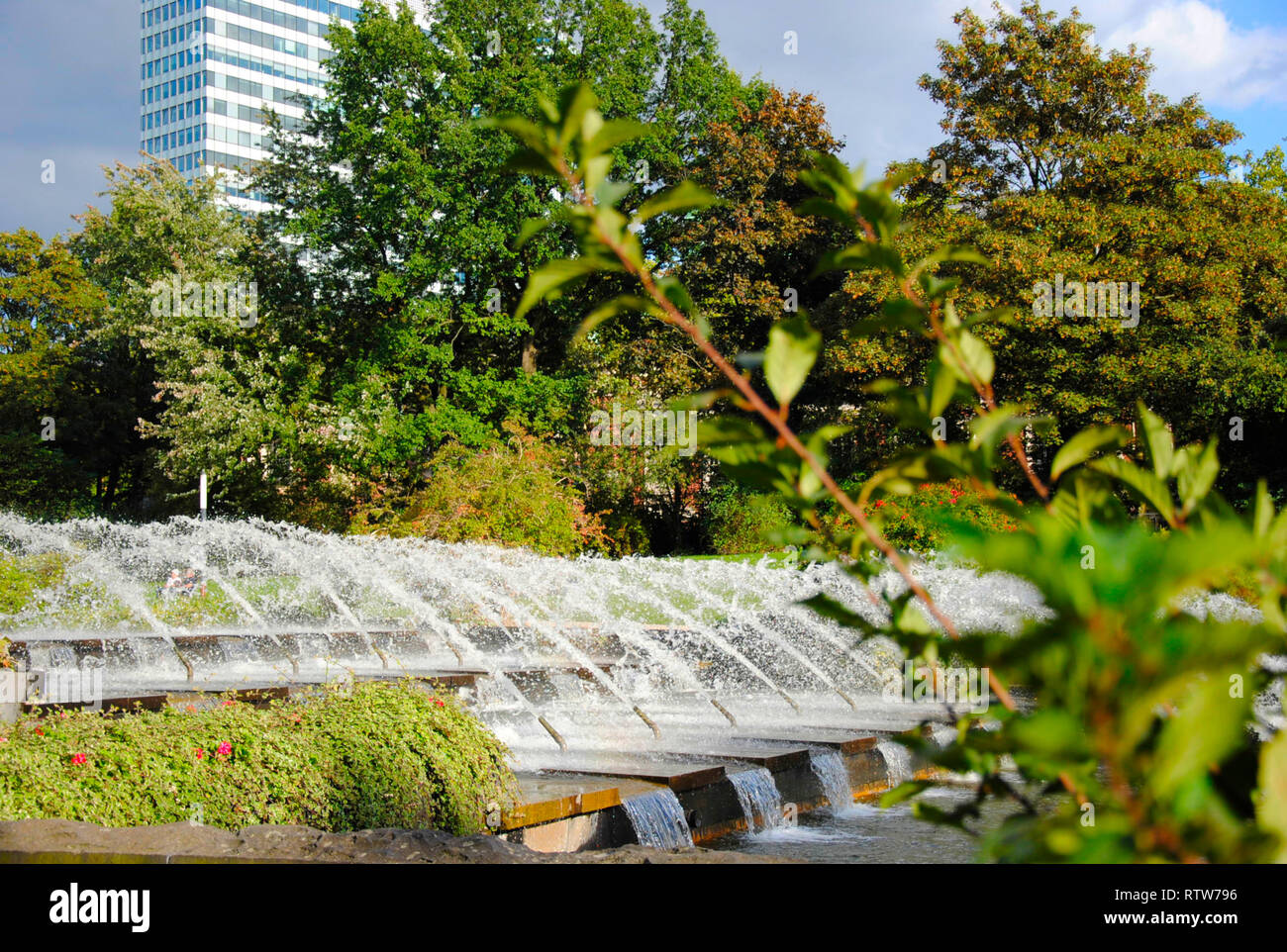 splashing water out of a fountain in the famous 'Planten un Blomen'-Park in Hamburg in Germany - Stock Image