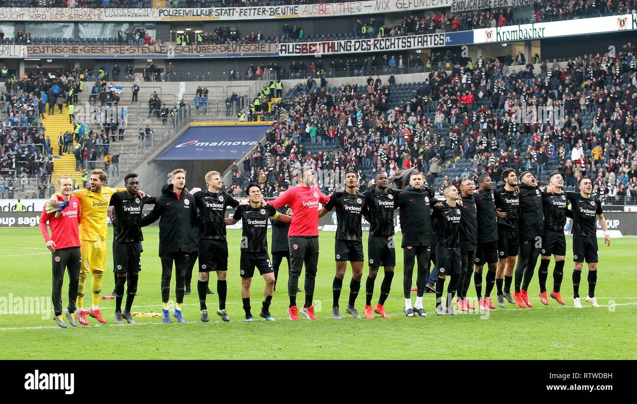 Frankfurt, Deutschland. 02nd Mar, 2019. firo: 02.03.2019, football, 1.Bundesliga, season 2018/2019, Eintracht Frankfurt - TSG 1899 Hoffenheim, final jubilation, more than five people, | usage worldwide Credit: dpa/Alamy Live News Stock Photo