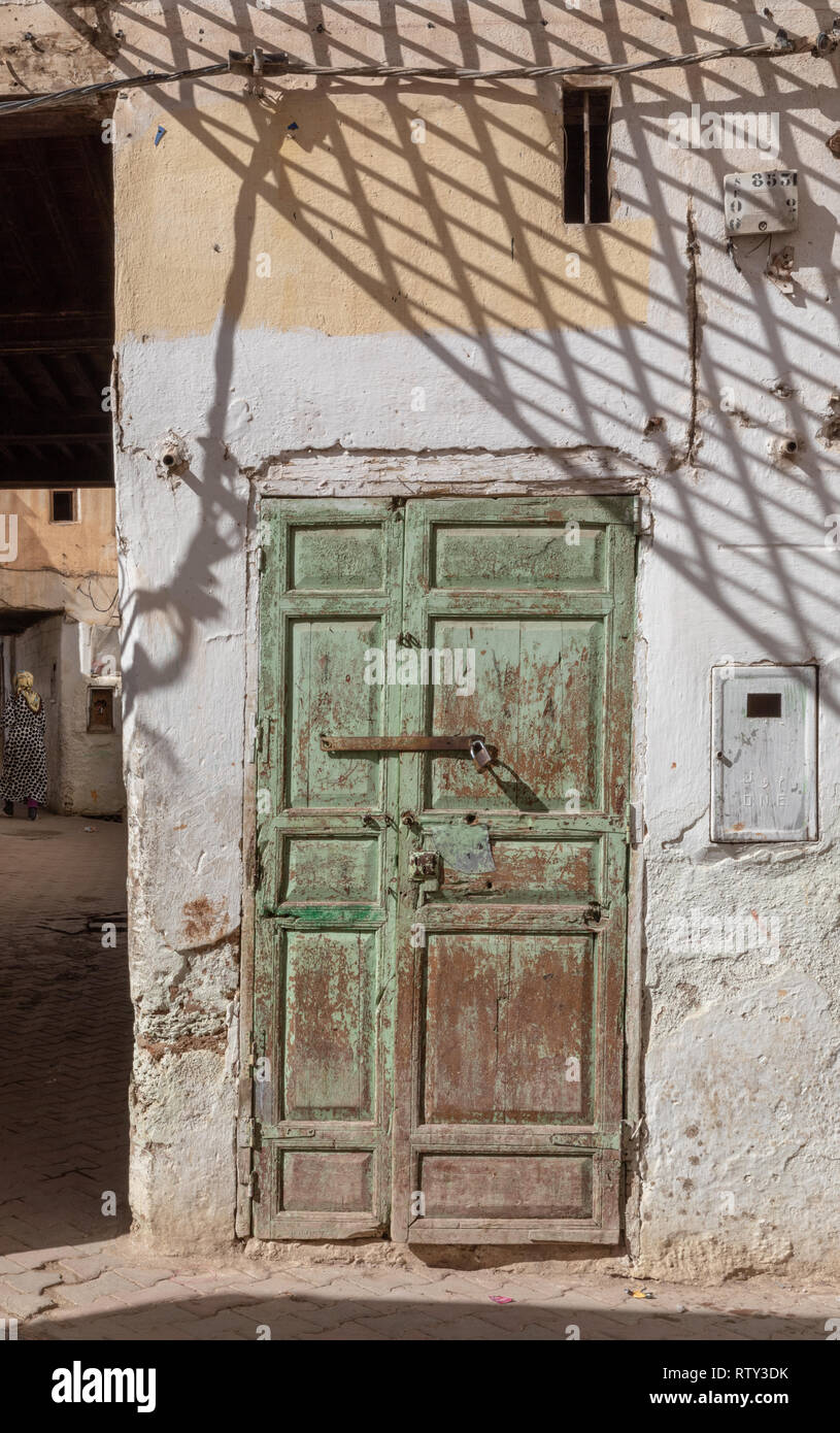 Weathered door in the ruins of the ancient Jewish Quarter (Mellah) of Sefrou, Morocco - Stock Image