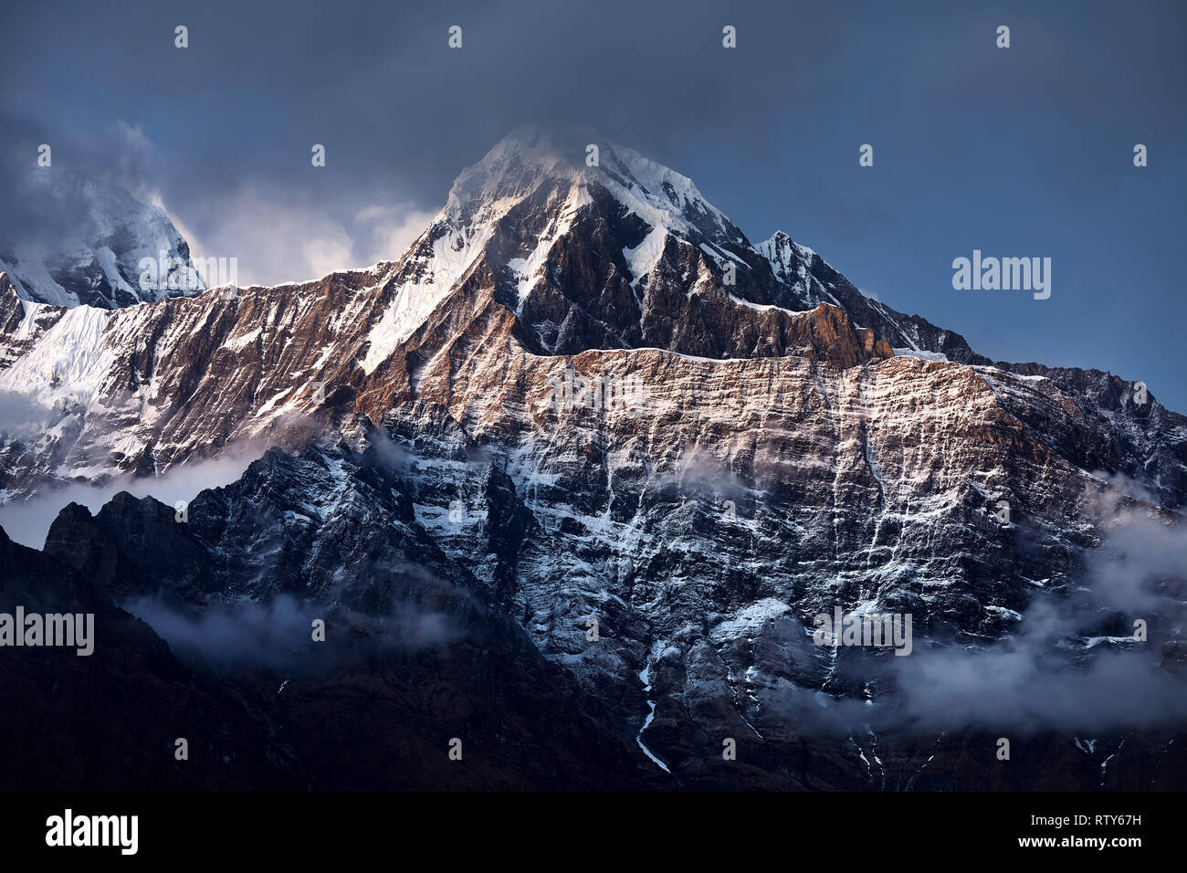 Beautiful landscape of Himalaya Mountain Annapurna surrounded by clouds in Nepal - Stock Image