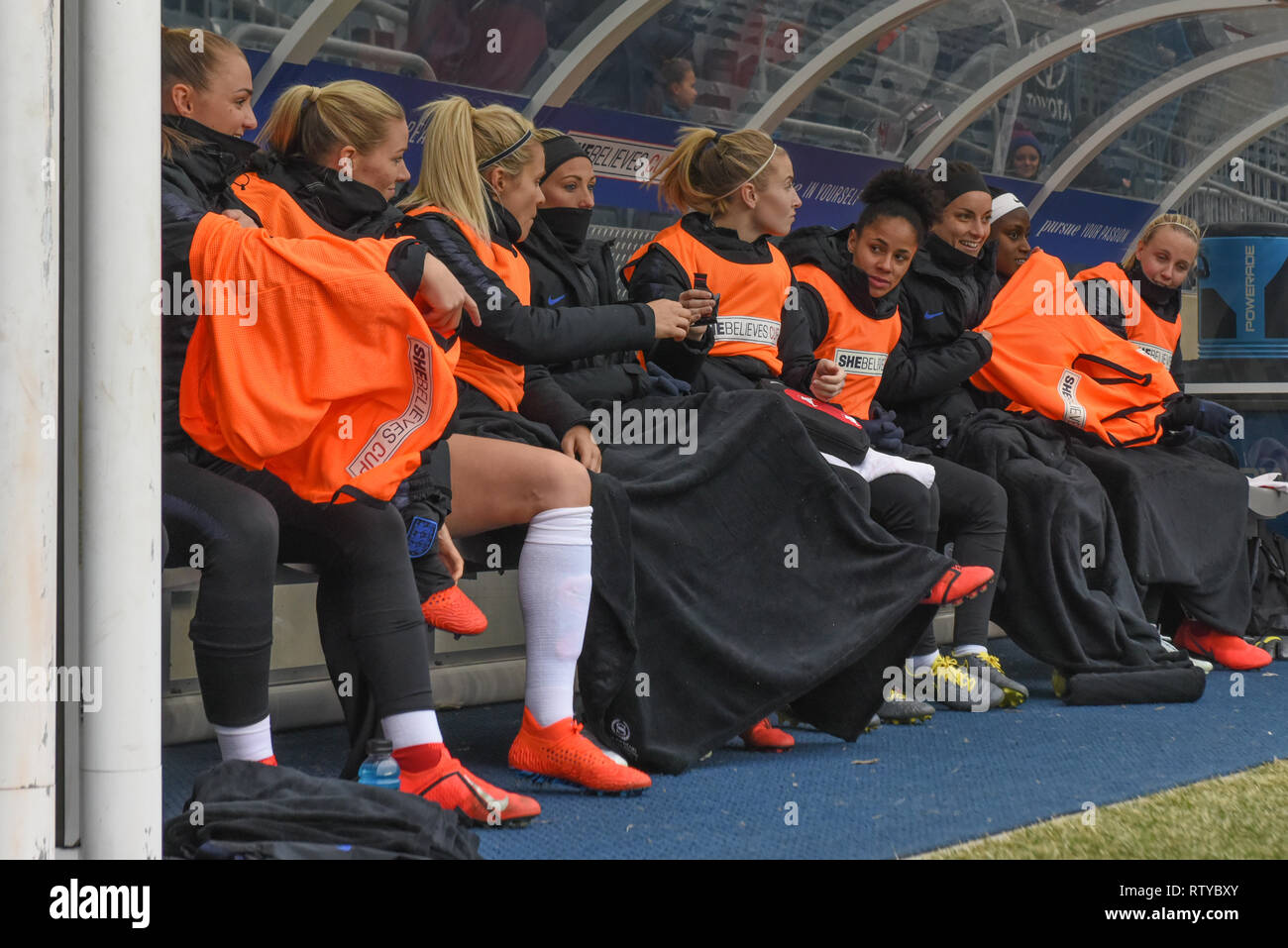 England Women's National Team substitute players warm themselves under blankets at the SheBelieves Cup - Stock Image