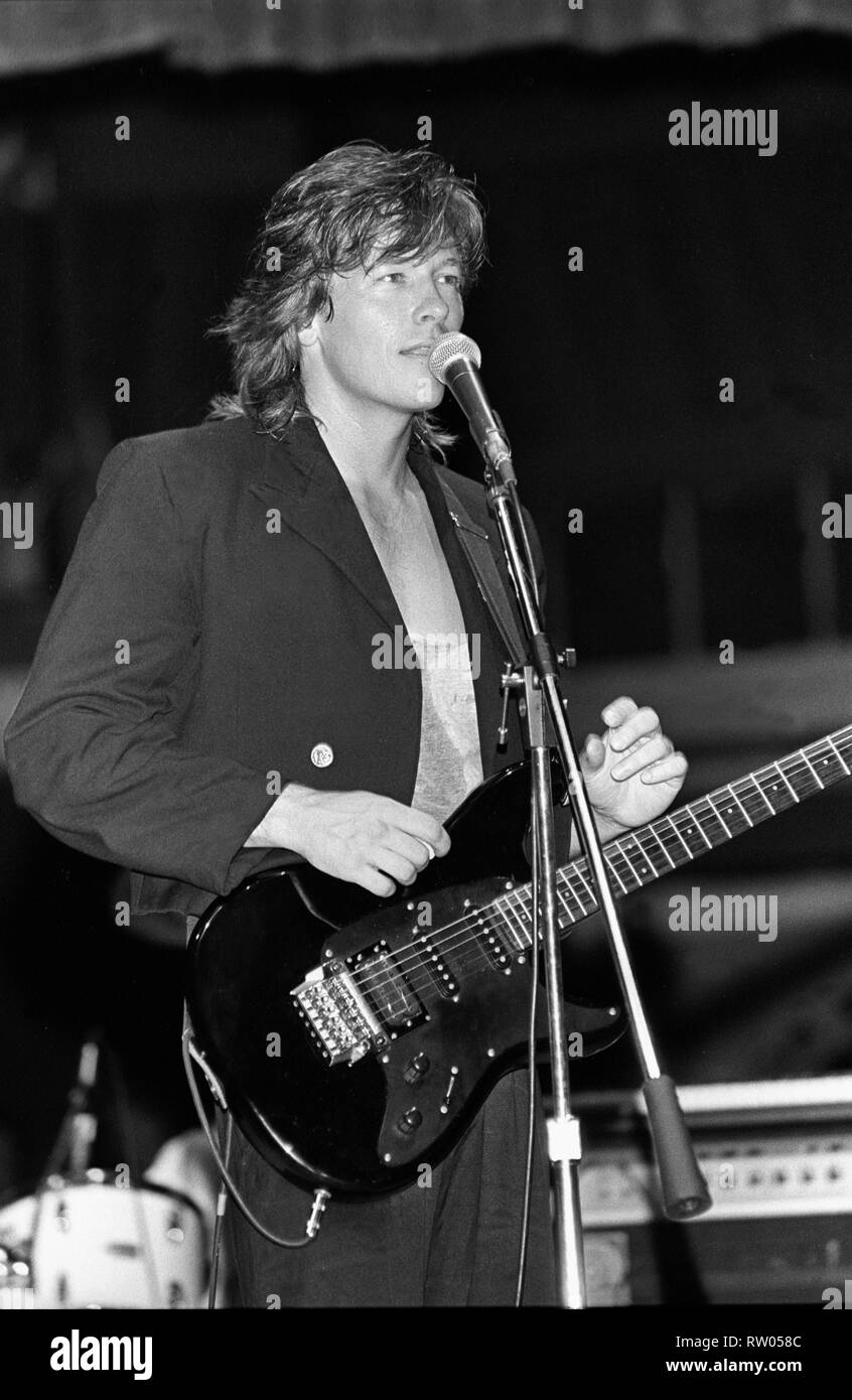 """1983 POP STAR Actor-Singer RICK SPRINGFIELD /""""LIVE ON STAGE/"""" PHOTO Playing Guitar"""