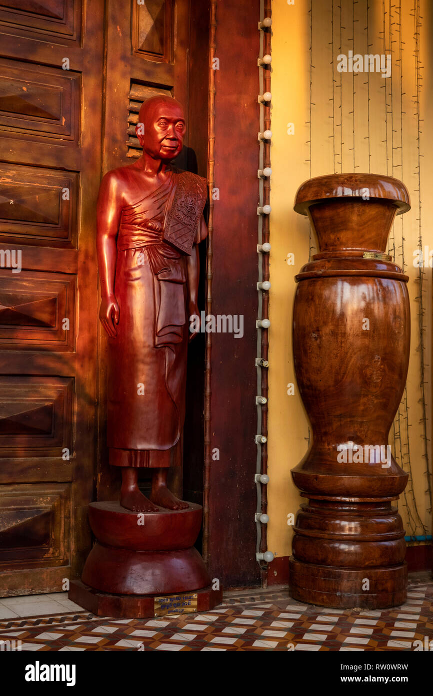 Cambodia, Phnom Penh, City Centre, Wat Ounalom, wooden statue of revered Patriarch outside temple door - Stock Image