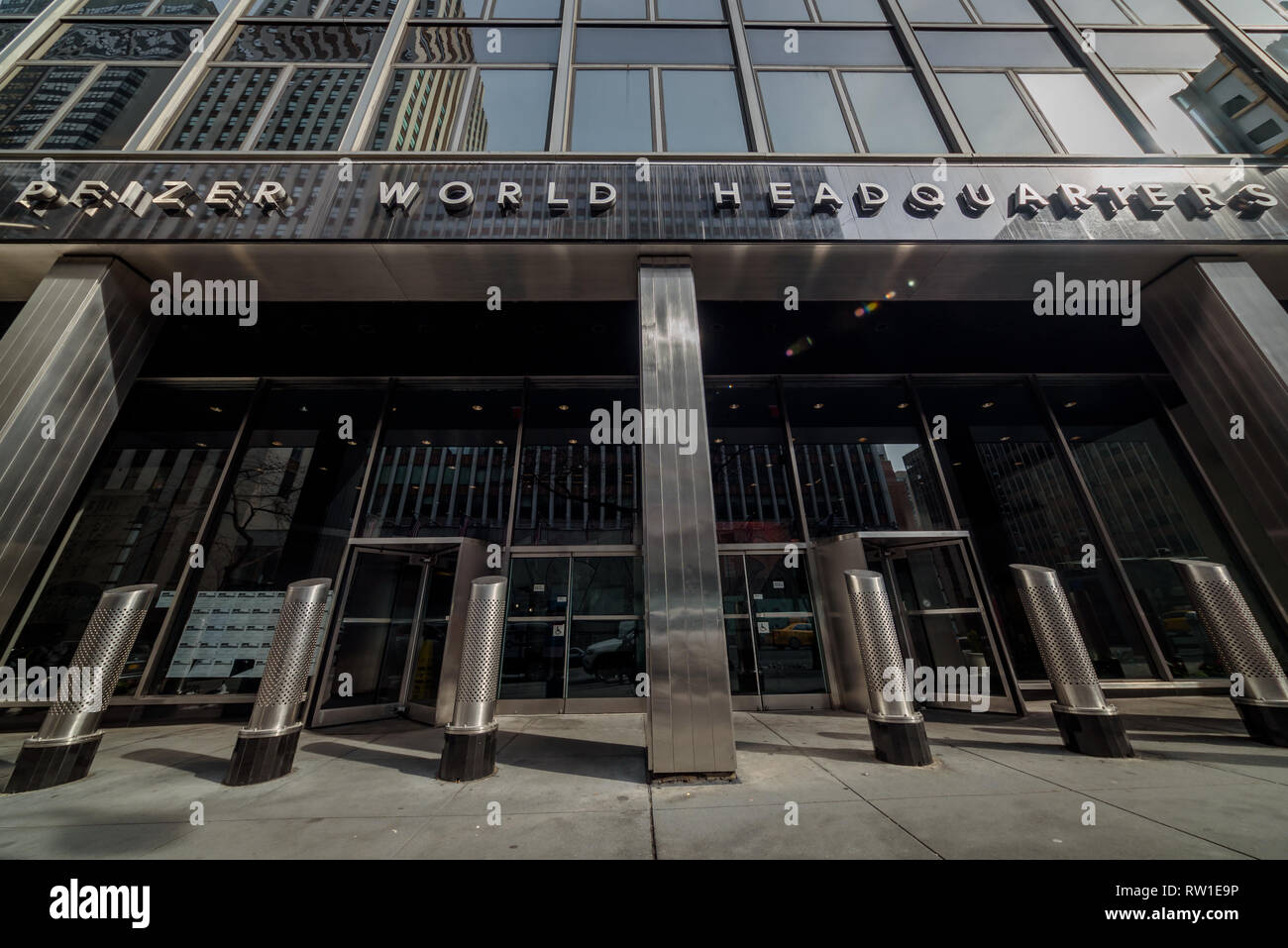 New York United States 03rd Mar 2019 Pfizer World Headquarters Medical Professionals Medical Students Actup New