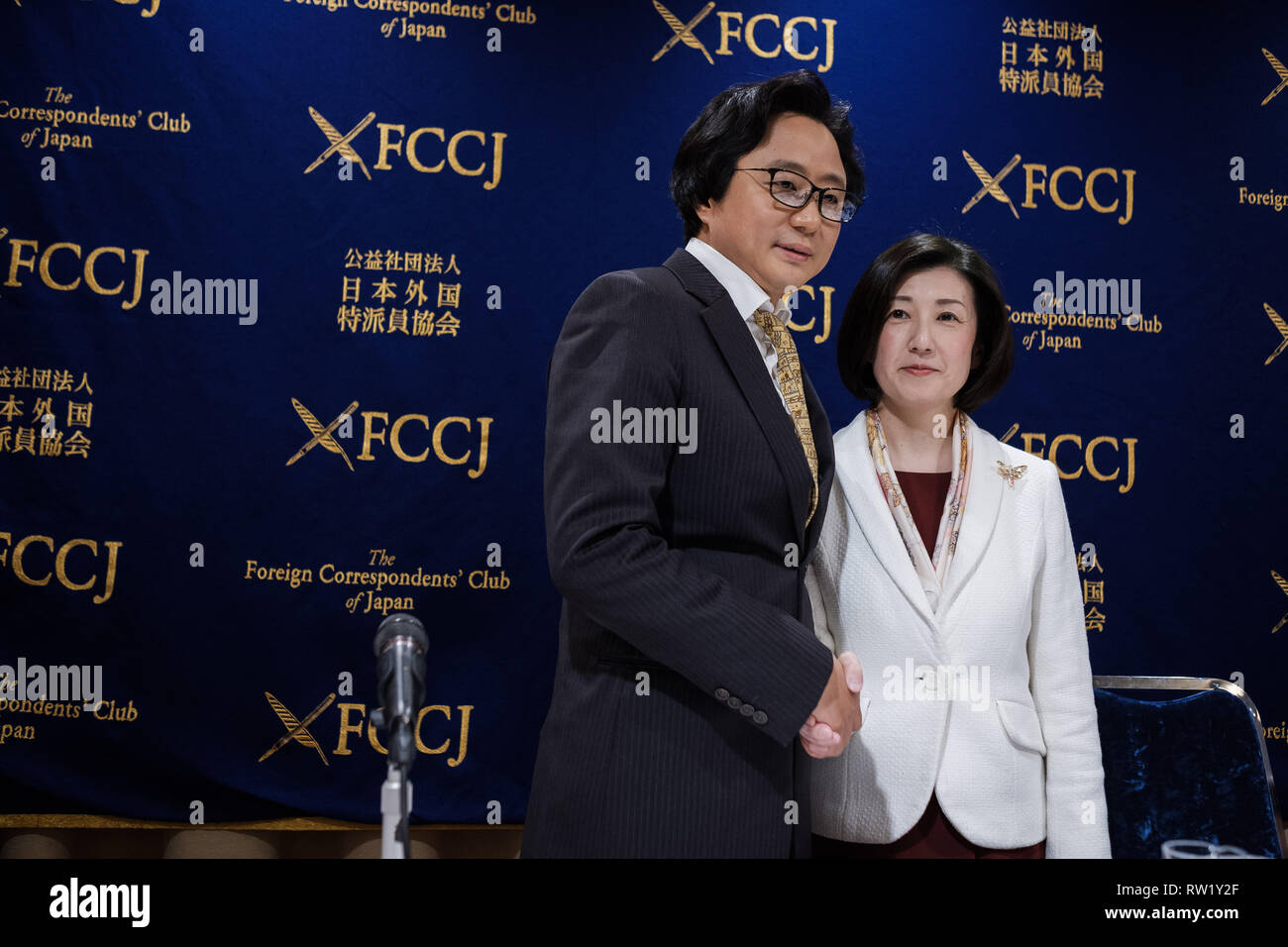 Otsuka Kagu president Kumiko Otsuka (R) poses for picture with Hai Bo Chen (L), High-Lines President before a press conference at Foreign Press Club on March 04, 2019 in Tokyo Japan. Seeking for expension in Chinese market Kumiko Otsuka talks about an alliance with China's company called High-Lines. March 04, 2019 Credit: Nicolas Datiche/AFLO/Alamy Live News Stock Photo