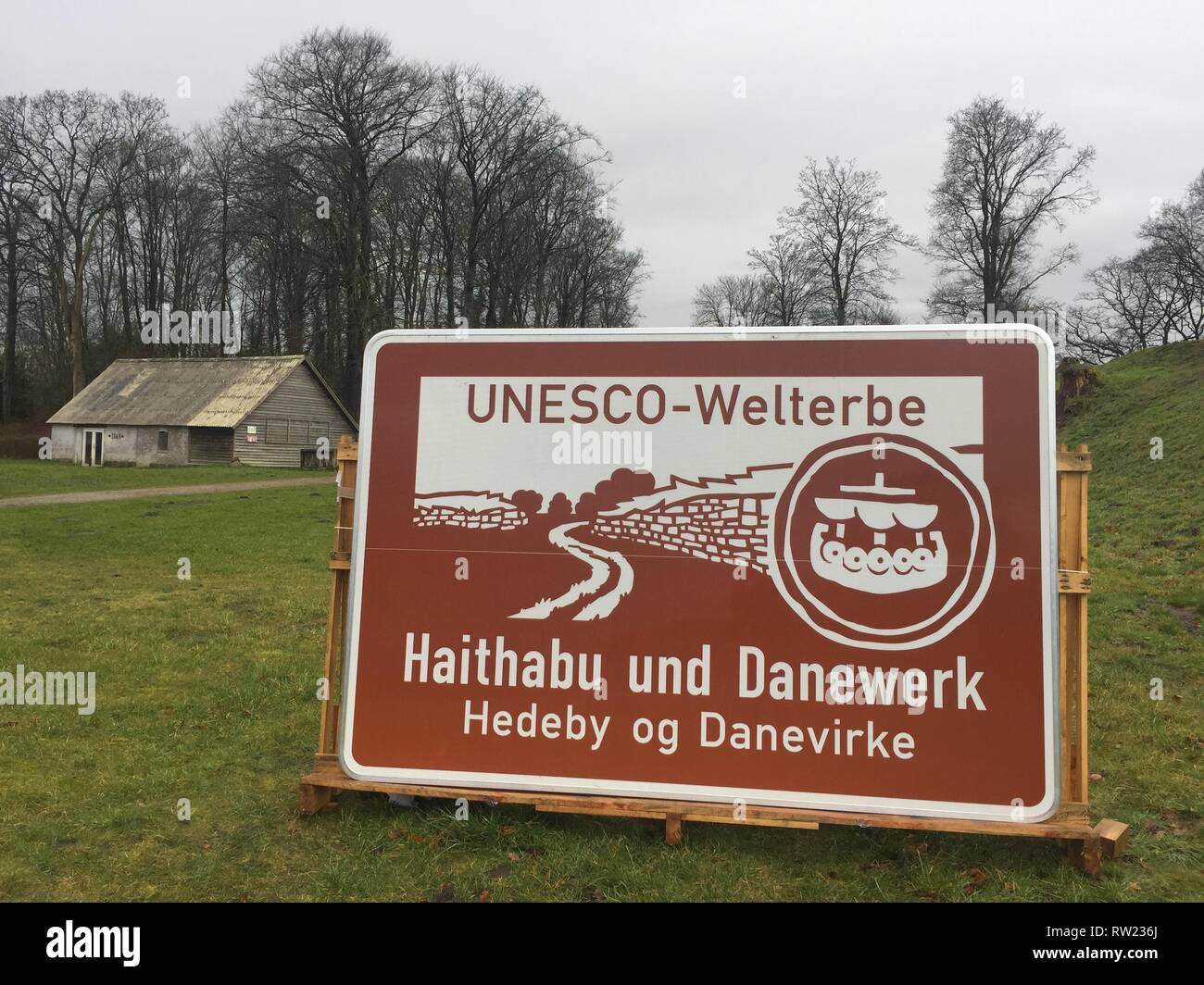 Dannewerk, Germany. 04th Mar, 2019. A new motorway sign stands at a press event in front of the Danewerk fortification from the Viking Age. Since Monday, the Haithabu-Danewerk has been advertising a side trip to the Unesco World Heritage Site with new information boards on the A7. (to dpa 'New highway signs will be for World Heritage Haithabu-Danewerk') Credit: Birgitta von Gyldenfeldt/dpa/Alamy Live News - Stock Image