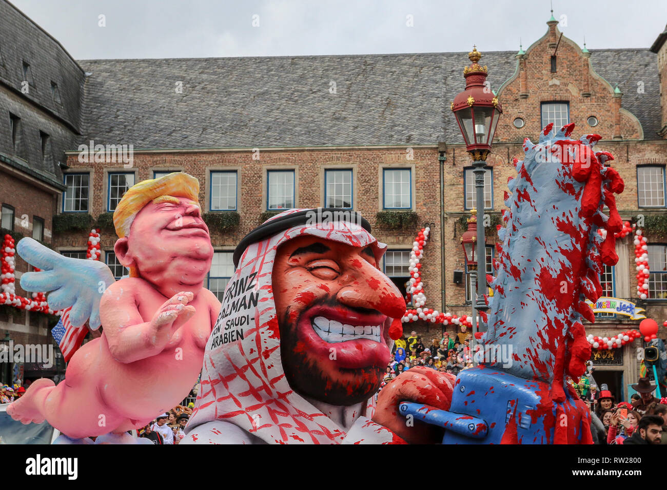 Dusseldorf, Germany. 4th February 2019. The wonderful annual carnival procession passing through the Rathaus Marktplatz in the centre of Dusseldorf. Credit: Ashley Greb/Alamy Live News - Stock Image