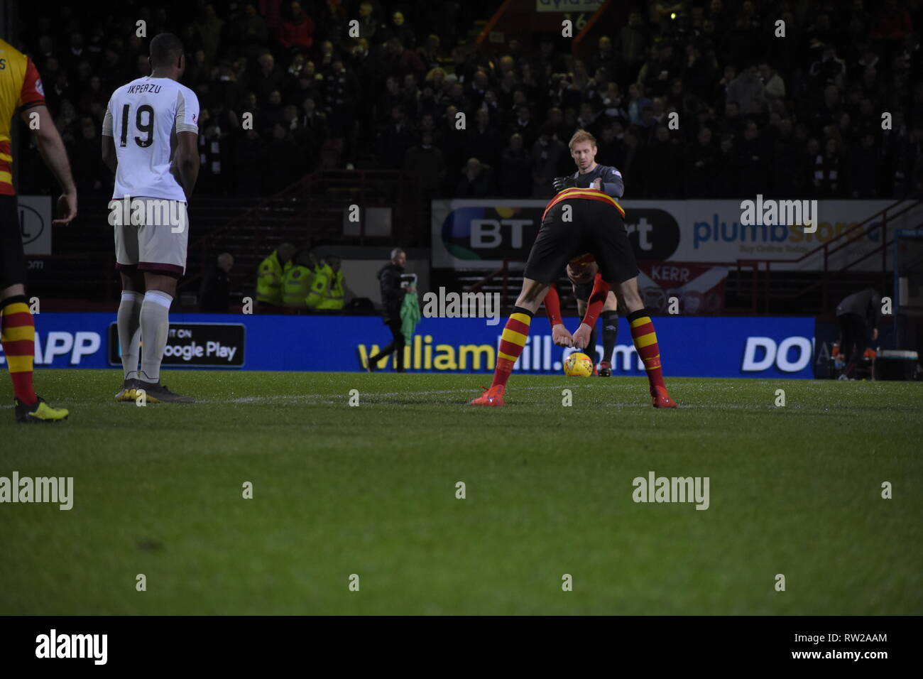 firhill, Maryhill, Glasgow, Scotland 4th march 2019 Partick Thistle take centre at the centre spot credit: Thomas Porter/Alamy News - Stock Image