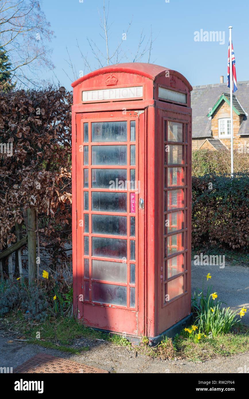 Cast iron type k6 kiosk grade 2 listed telephone box in Rockingham, Northamptonshire - Stock Image