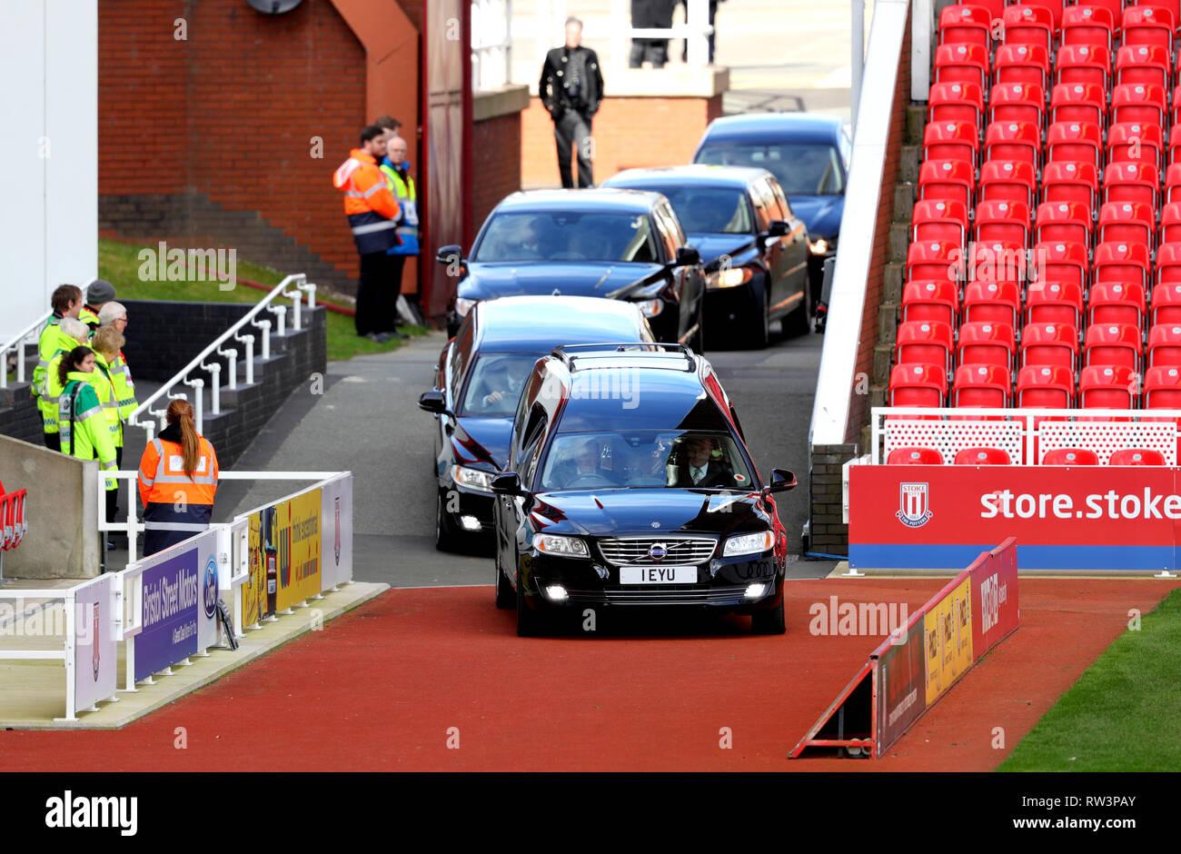Gordon Banks funeral cortege arrives at the bet365 Stadium, Stoke. Stock Photo