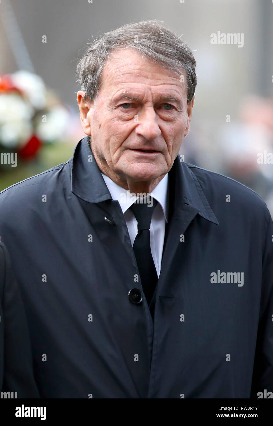 Retired footballer Roger Hunt arriving for the funeral service for Gordon Banks at Stoke Minster. - Stock Image