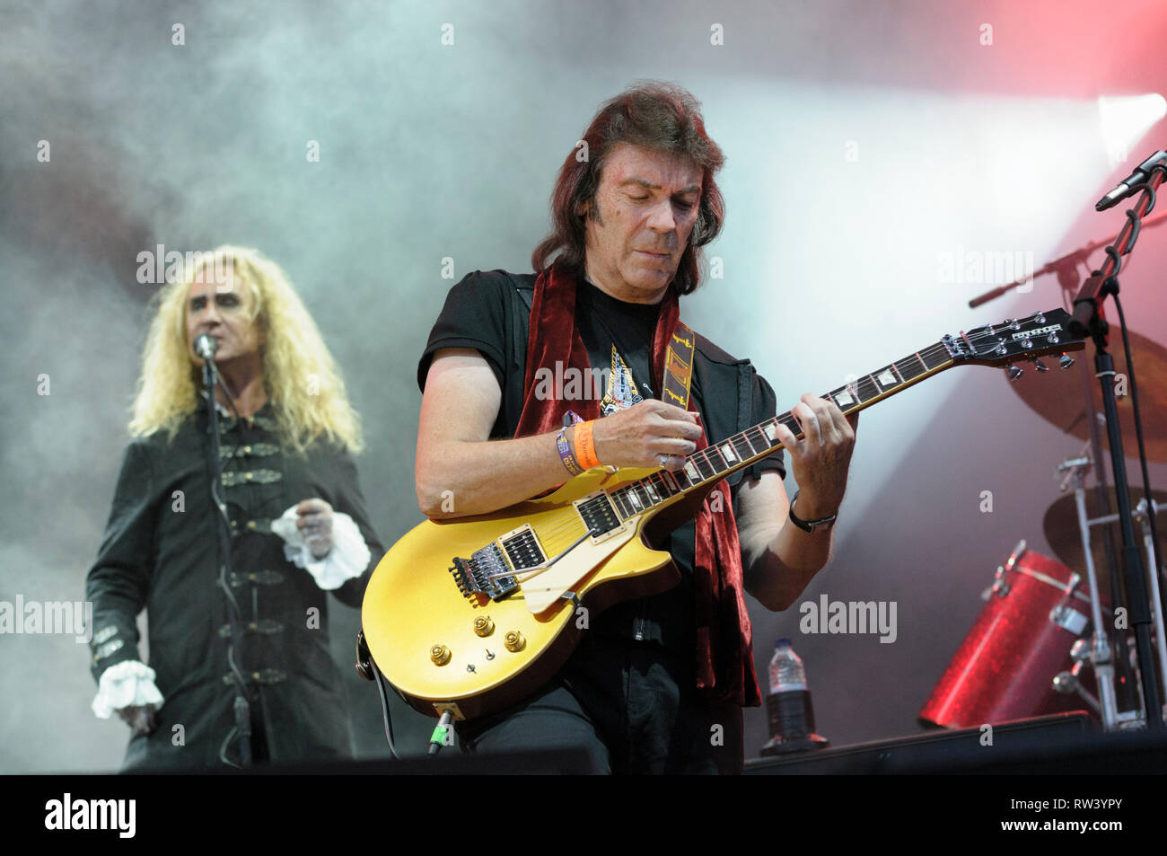 Steve Hackett and Nad Sylvan performing at the Cropredy Festival, August 7, 2014 - Stock Image