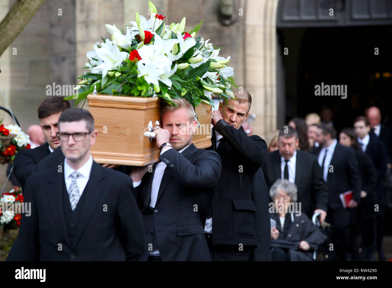 Leicester City goalkeeper Kasper Schmeichel (left) and Burnley goalkeeper Joe Hart carry the coffin during the funeral service for Gordon Banks at Stoke Minster. - Stock Image