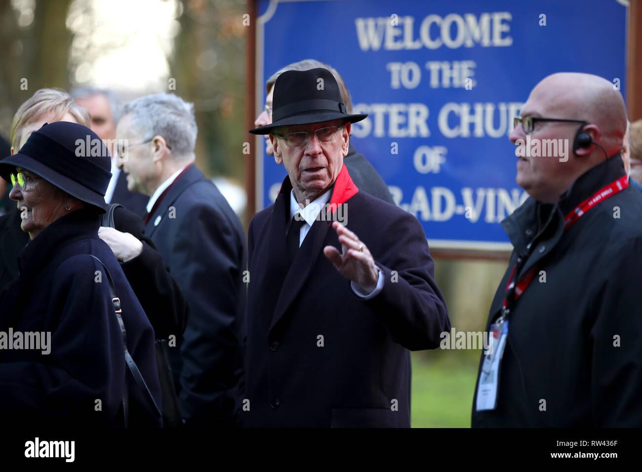 Sir Bobby Charlton (centre) during the funeral service for Gordon Banks at Stoke Minster. - Stock Image
