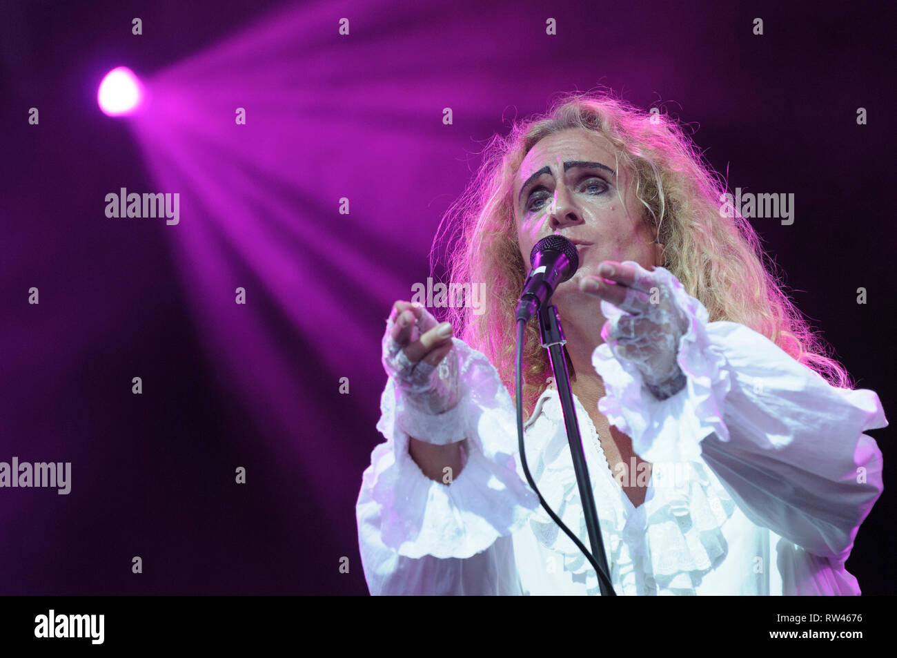 Nad Sylvan performing with Steve Hackett's Genesis Extended at Fairport's Cropredy Convention, August 7, 2014, 2014 - Stock Image