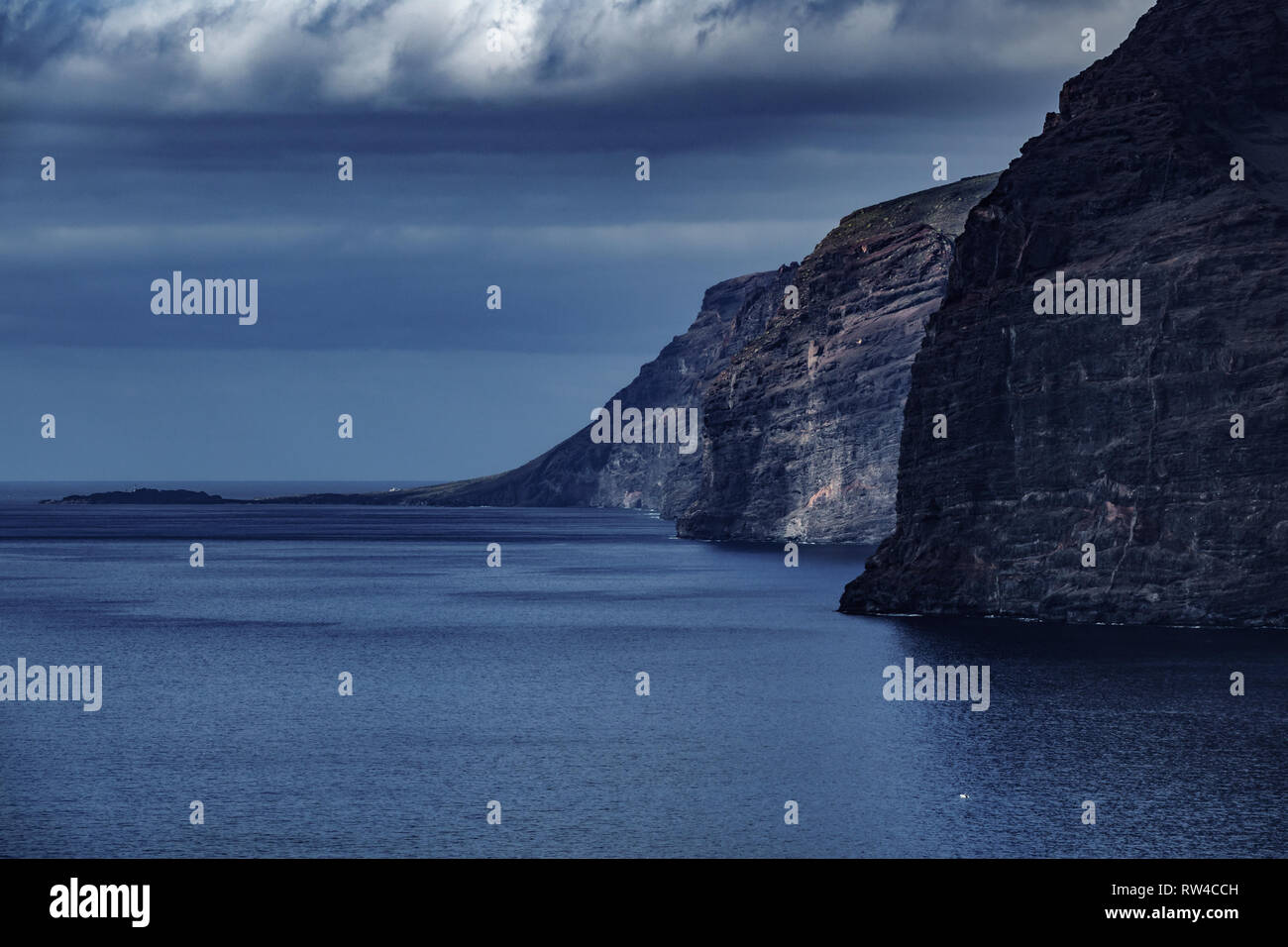Los Gigantes cliffs dark scene with cloudy sky - Stock Image