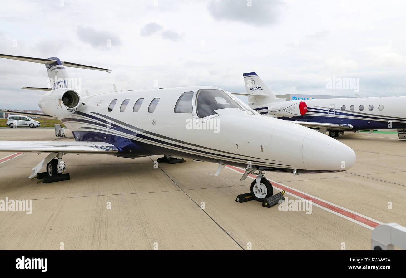 Textron Aviation Stock Photos & Textron Aviation Stock Images - Alamy