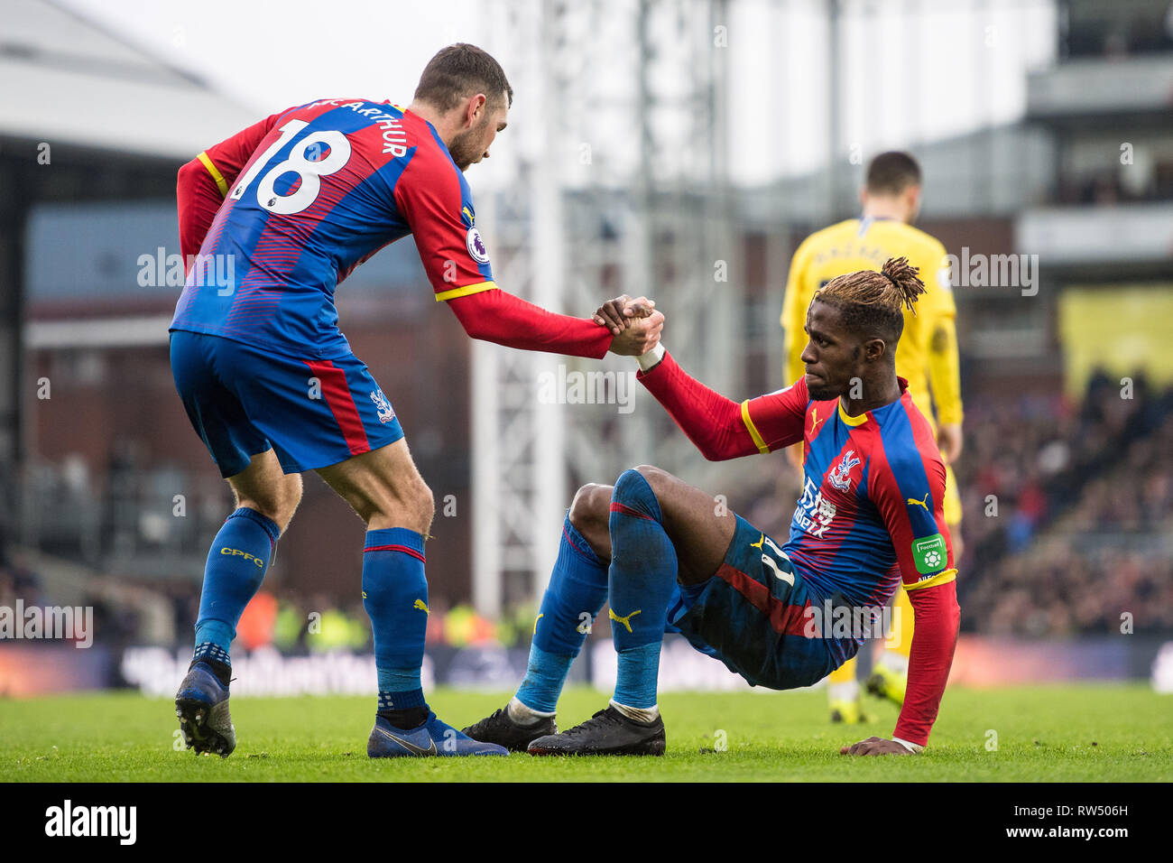 LONDON, ENGLAND - DECEMBER 30: James McArthur and Wilfried Zaha of Crystal Palace reaction during the Premier League match between Crystal Palace and Chelsea FC at Selhurst Park on December 30, 2018 in London, United Kingdom. (Photo by MB Media/Getty Images) - Stock Image