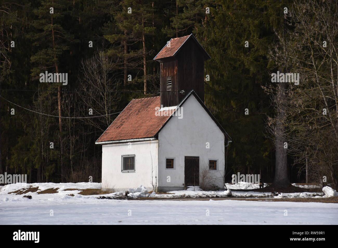 Oberdrauburg, Oberkärnten, Kärnten, Winter, Schnee, Feuerwehr, Feuerwehrhaus, Löschhaus, Freiwillige Feuerwehr, Unterpirkach, alt, historisch, Haus, H - Stock Image
