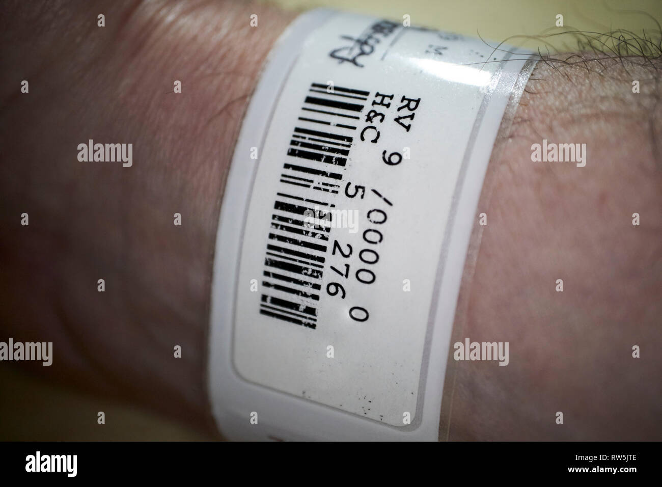 patient wrist label bracelet admission label and barcode in hospital - Stock Image