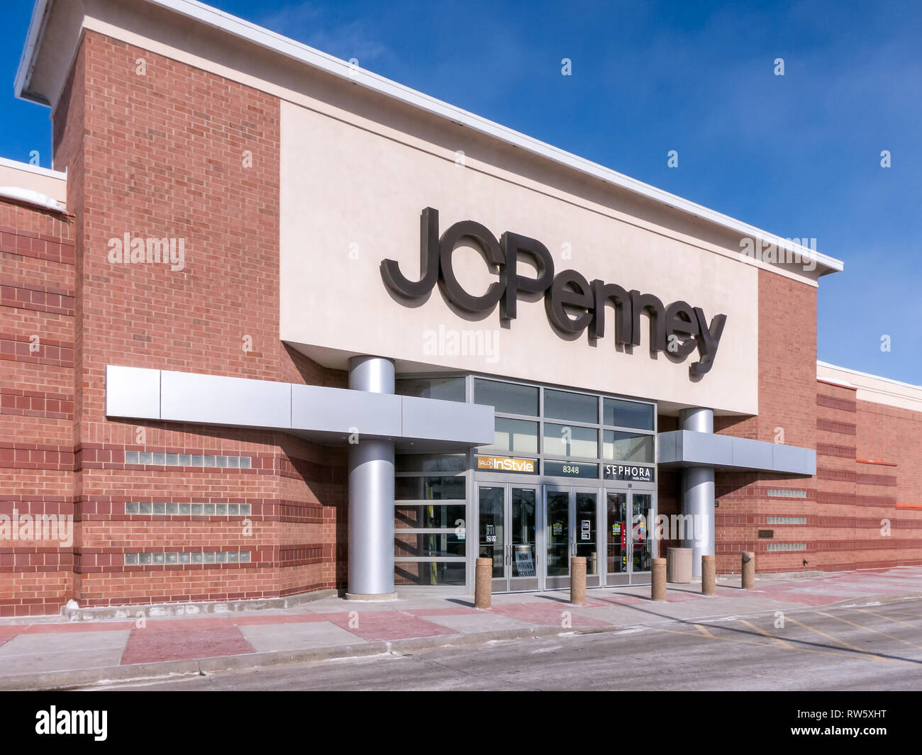 ST. PAUL, MN/USA - MARCH 3, 2019: JC Penny retail store exterior and trademark logo. J. C. Penney Company, Inc. is an American department store chain. - Stock Image