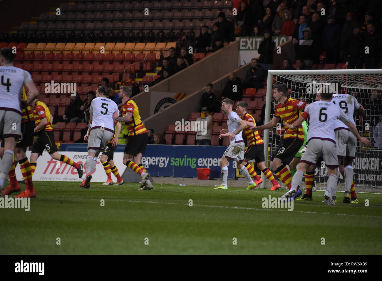 firhill, Maryhill, Glasgow, Scotland 4th march 2019 Heats continue to press into Partick Thistle box Credit: Thomas Porter/Alamy News - Stock Image