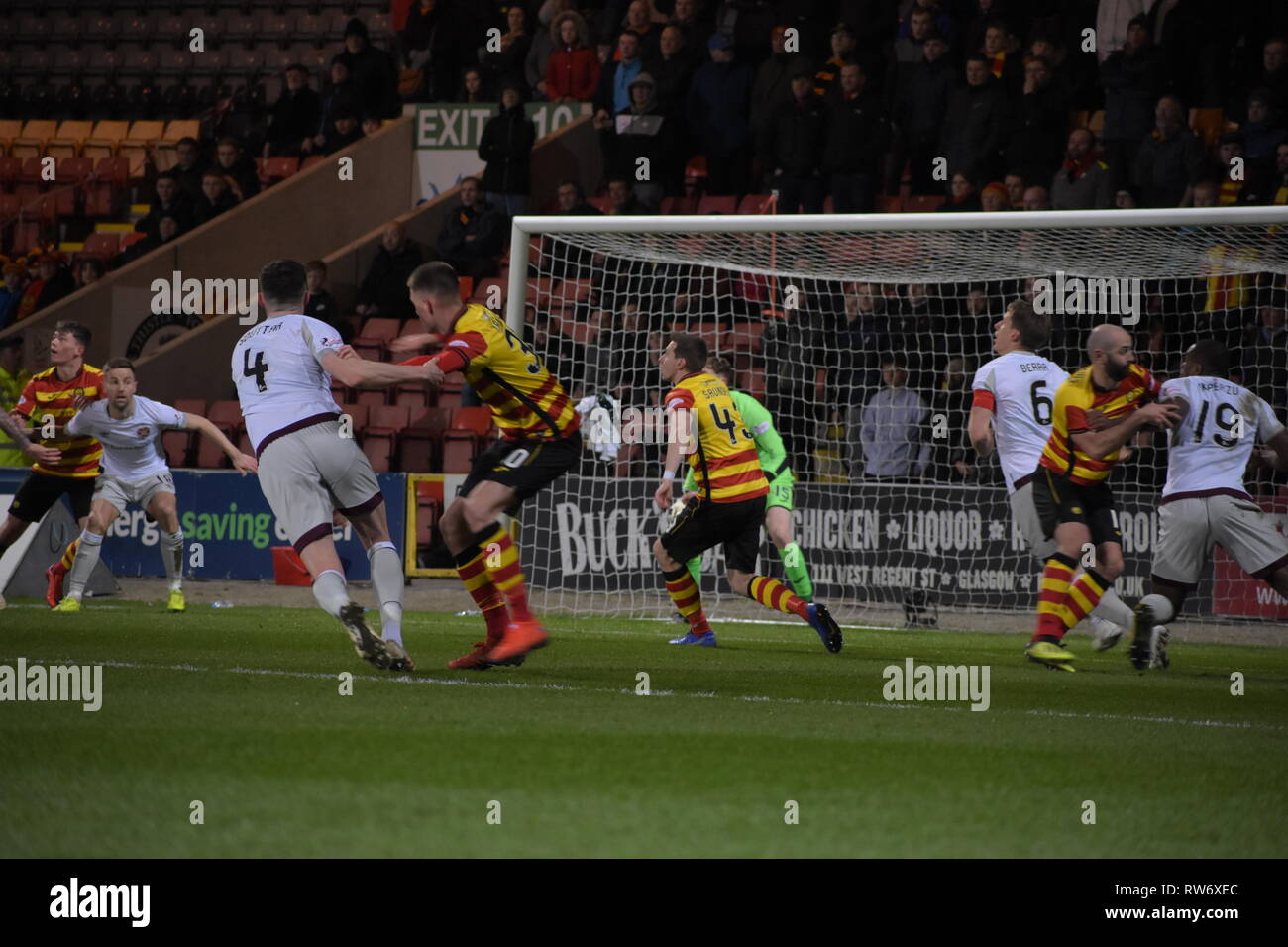 firhill, Maryhill, Glasgow, Scotland  4th march 2019 ruth and tumble as Partick Thistle defend deep Credit: Thomas Porter/Alamy News - Stock Image