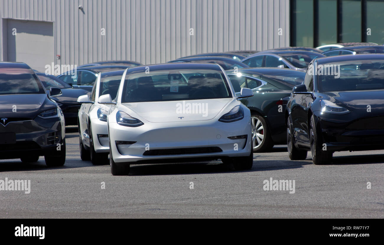 Owings Mills, Maryland, USA. 4th March, 2019. After last week's news by CEO Elon Musk that most Tesla stores would be closed as the electric automotive company transitioned solely to online sales, shares ended Monday at their lowest price since 22 October, having dropped about 11 percent since the news, and eliminating nearly $6 billion of market value. Shown are multiple cars at the Tesla store in Owings Mills, Maryland, one with a visible hang tag on the rear-view mirror. It has not yet been indicated which of the 378 locations worldwide are slated for closure. Kay Howell/Alamy Live News - Stock Image