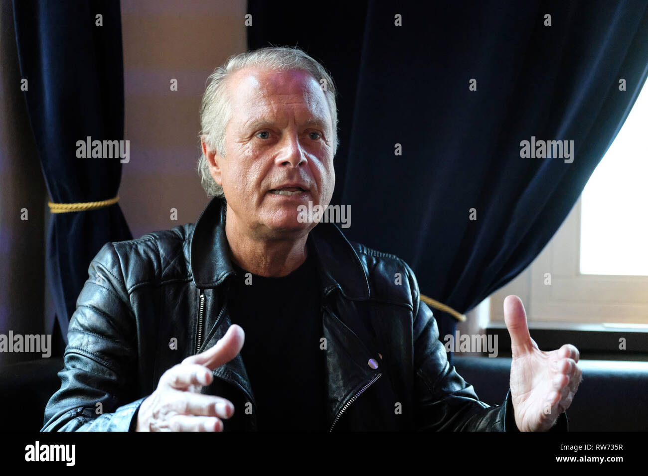 Dresden, Germany. 15th Feb, 2019. Jörg Stempel, former head of the GDR record company Amiga, speaks at the press event in the boulevard theatre. The premiere of the play 'The Legend of Hot Summer' will take place there on 10.03.2019. The theatre show is about the 'Sound of the East'. Credit: Sebastian Willnow/dpa-Zentralbild/dpa/Alamy Live News - Stock Image