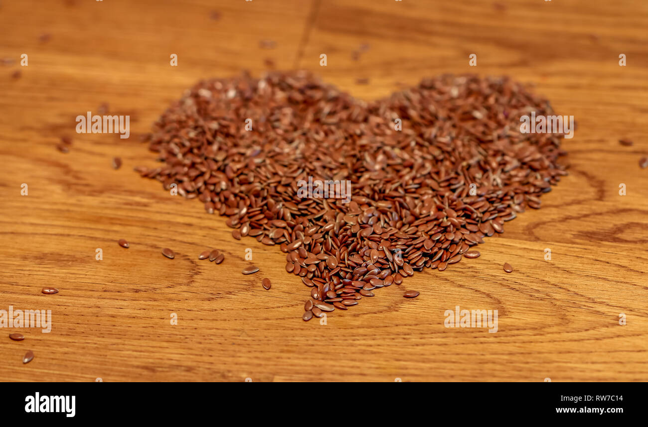 linseed closeup healthy living superfood, omega3 Leinsamen macro on dark wooden table - Stock Image