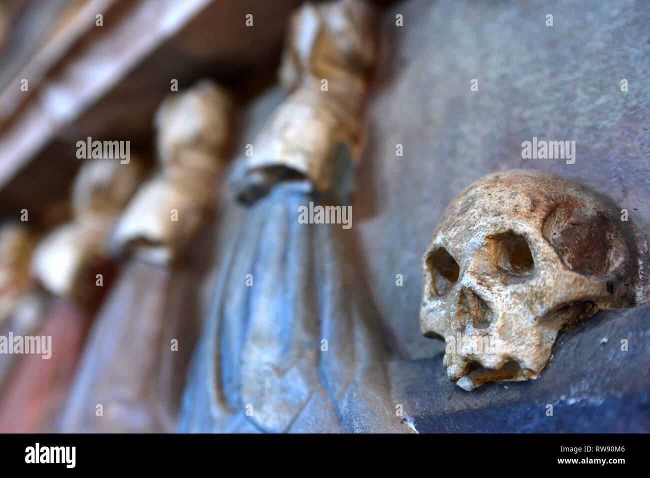 Skull carving in medieval church, Mayfield, East Sussex, UK - Stock Image