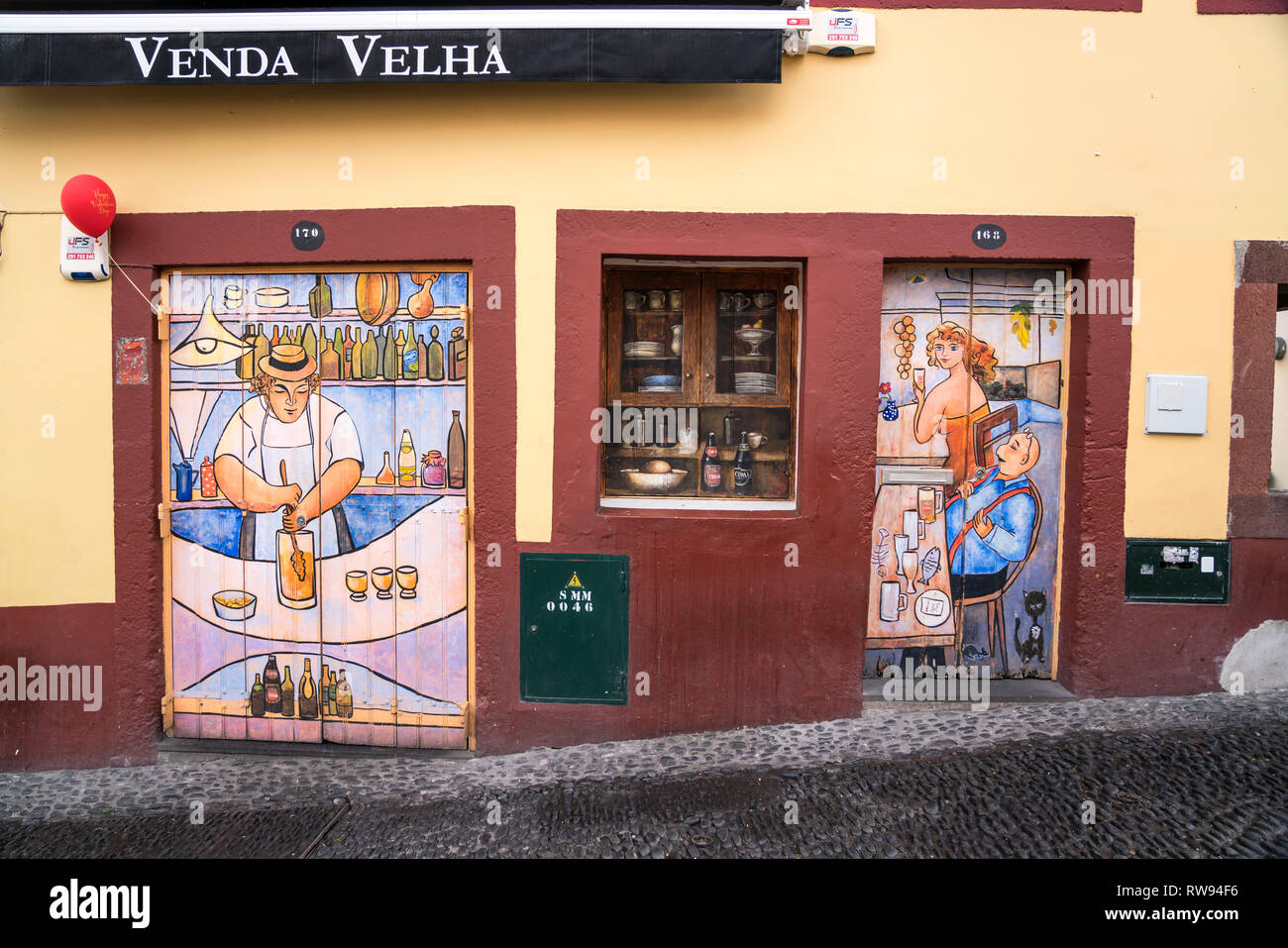 Kunstprojekt mit bemalten Türen in der Altstadt von Funchal, Madeira, Portugal, Europa    Art project Painted doors in Funchal, Madeira, Portugal, Eur - Stock Image