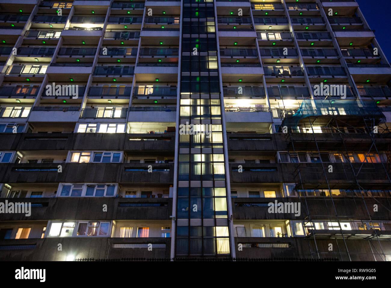 Social Housing blocks at twilight, Fellows Court, Weymouth Terrace, Hoxton, East London, England, United Kingdom. - Stock Image