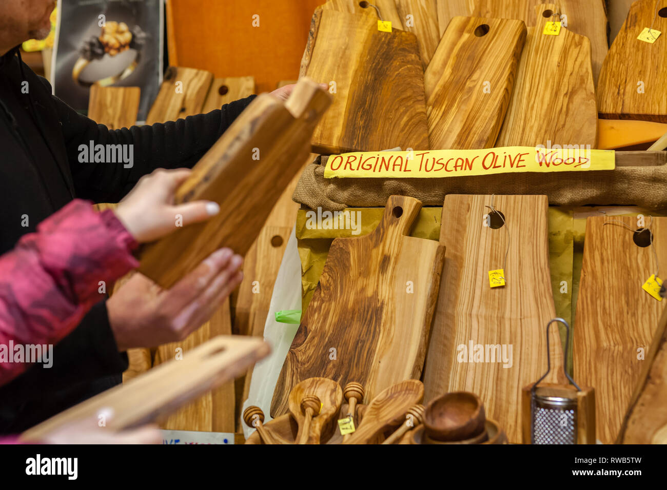 Local Market Tool >> Olive Wood Cutting Boards On The Local Market In Tuscana Stock Photo