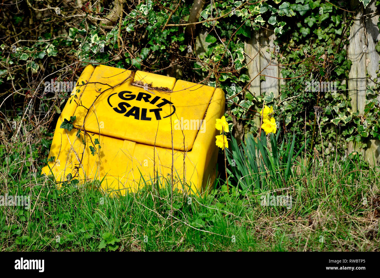 Loose Village, Kent, UK. Grit / salt dispenser in the spring - Stock Image