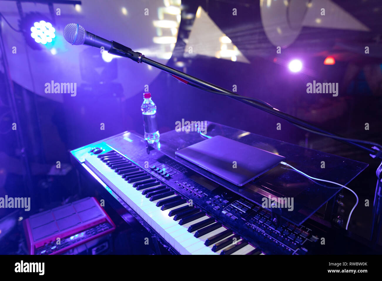 Synth major planea at the disco club - Stock Image