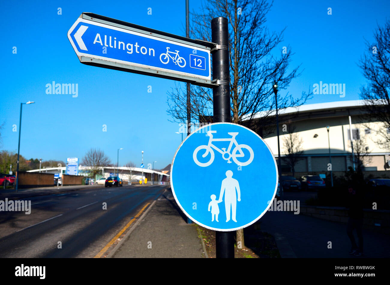 Maidstone, Kent, England, UK. Roadsigns - cycle path and pedestrians - cycle route to Allington - Stock Image