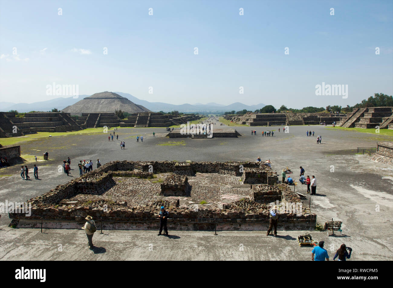 View of tourists on Avenue of the Dead and Pyramid of the Sun and at Teotihuacan, Mexico - Stock Image