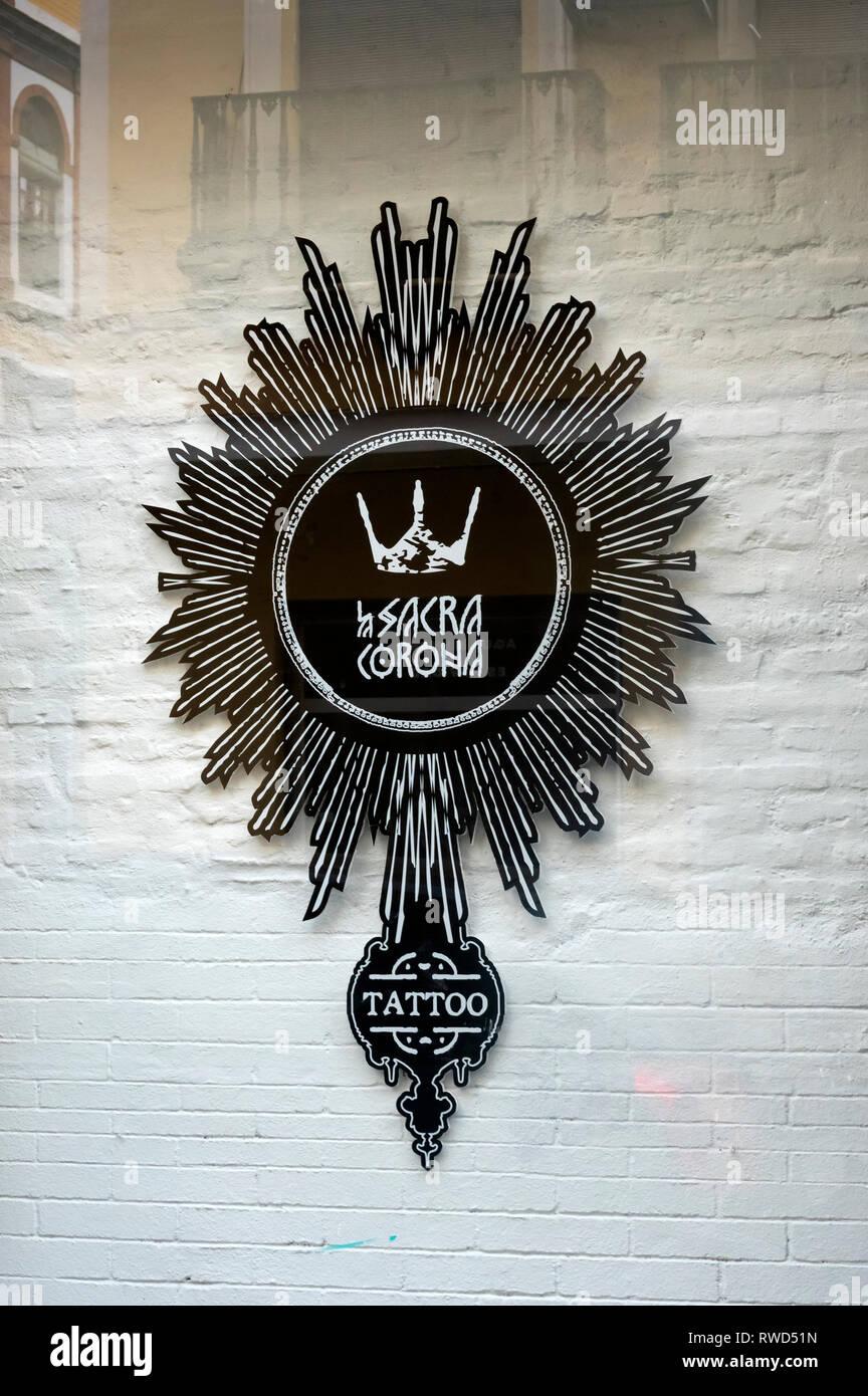 La Sacra Corona tattoo parlor on Calle Feria in Seville, Spain - Stock Image